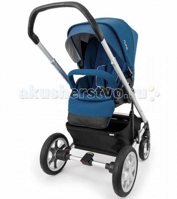 Прогулочная коляска Nuna MixxMixxДетская прогулочная коляска Nuna Mixx - универсальная коляска для малышей от самого рождения до 3-4 лет. Прогулочный блок имеет полностью горизонтальное положение для сна и отдыха. Шасси обладает малой базой, что просто гарантирует высокую маневренность и легкость управления. Прогулочный блок можно установить лицом к маме или по ходу движения.  Рама Nuna Mixx (Шасси) изготовлена из алюминия и прочного морозоустойчивого пластика. Рама складывается по принципу книжки. Схема складывания очень простая, сложить или собрать коляску можно буквально в два движения. Удобная ручка регулируется по высоте под рост и покрыта приятным на ощупь материалом. В нижней части рамы есть удобна корзина для вещей с двумя отделениями.  Все 4 колеса Mixx имеют амортизирующие пружины, которые превратят прогулку по пересеченной местности в приятное путешествие. Все колеса можно снять для мойки или перед транспортировкой. Колеса имеют встроенные подшипники, что увеличивает срок службы, и придает коляске мягкий ход. Передние колеса можно заблокировать для движения коляски только по прямой, а задние оборудованы стояночным тормозом и ножным управлением. Система амортизации коляски Nuna Mixx отзывы о которой можно найти в форумах, заслуживает отдельной похвалы, коляска легко идет по неровностям.  Прогулочный блок Nuna Mixx можно устанавливать как в положение по ходу движения, так и против хода. Спинку и подножку можно установить в горизонтальное положение. Встроенные ремешки безопасности – пятиточечные с регулировкой высоты и длины. Съемный бампер с мягкой обивкой из приятного материала. Для удобства посадки, бампер можно снять только с одной стороны.  Капюшон имеет дополнительную секцию на молнии для увеличения общей площади защиты. Спереди, на капюшоне есть дополнительный козырек от солнца. Для вентиляции и контроля за малышом на капюшоне есть два вентиляционных окошка и одно смотровое, на верхней части.  Новые материалы обивки Nuna Mixx отлично пропускают воздух