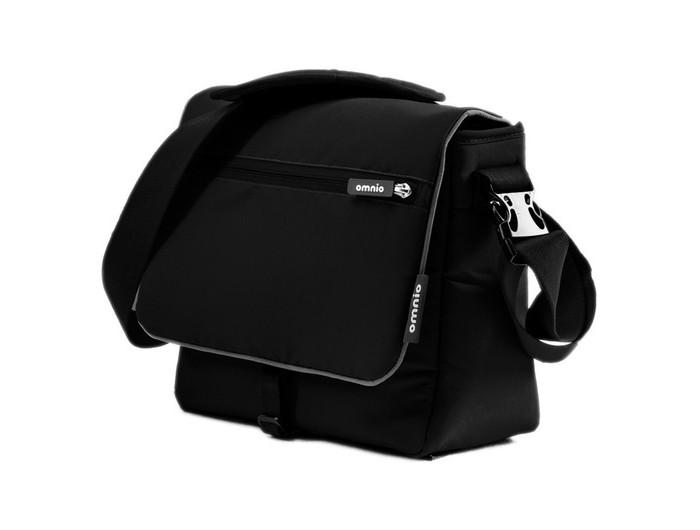 Omnio Сумка для коляски Change BagСумка для коляски Change BagOmnio Сумка для коляски Change Bag - удобная вместительная сумка для необходимых вещей для прогулки с ребенком.  Особенности: Удобный съемный ремень для переноски на плече с большой мягкой накладкой. Крепится на коляске OMNIO. В комплекте пеленальный матрасик 55 х 36 см 2 кармана на молнии Главное отделение на молнии Много внутренних карманов, клипса для ключей Материал сумки водоотталкивающий и легко чистится. Светоотражающие вставки для лучшей видимости в темное время суток. Система фиксации к коляске убирается в сумку, когда не требуется.  Размер (Ш x Г x В) – 30 х 15 х 26 см<br>