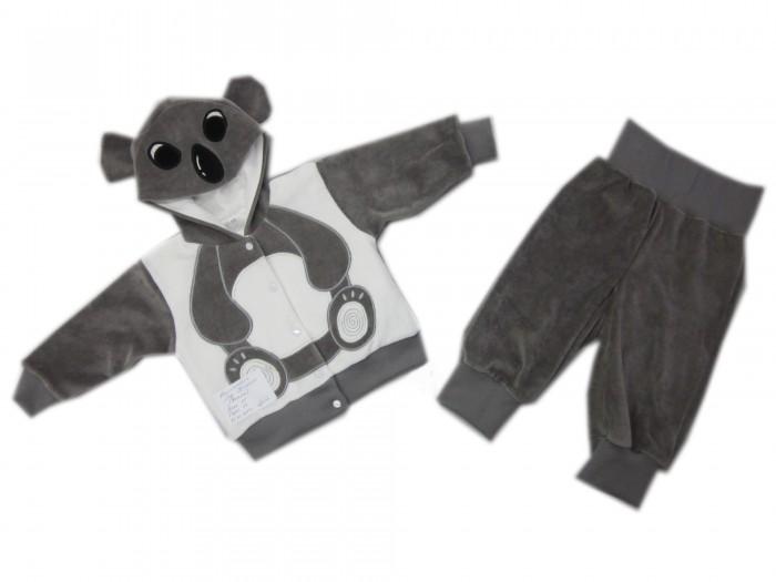 Осьминожка Костюм Коала В мире животныхКостюм Коала В мире животныхКостюм: кофточка и брюки для малышей Коала выполнен в серо-белой цветовой гамме и имитирует внешний вид коалы, который поднимет настроение не только вам, но и малышу.   Такая одежда станет отличным и просто незаменимым элементом гардероба, который подарит вашему малышу тепло и уют. Кофточка имеет удобные застежки-кнопки по всей длине, что облегчит переодевание малыша. Штанишки на широкой резинке.  Капюшон имеет ушки, на передней его части он украшен изображением мордочки. На животике изделие напоминает тельце животного.   Костюм для детей выполнен из абсолютно качественного материала, который не вызывает аллергических реакций и раздражений на коже вашего малыша.   Верхняя часть изделия изготовлена из качественного велюра, который приятен коже, а подкладка сделана из интерлока.  Материал: высококачетсвенный велюр (состав: 80% хлопок, 20% п/э), кофта на подкладке из интрелока (состав: 100% хлопок)  Уход: Ручная стирка при 30 гр.<br>