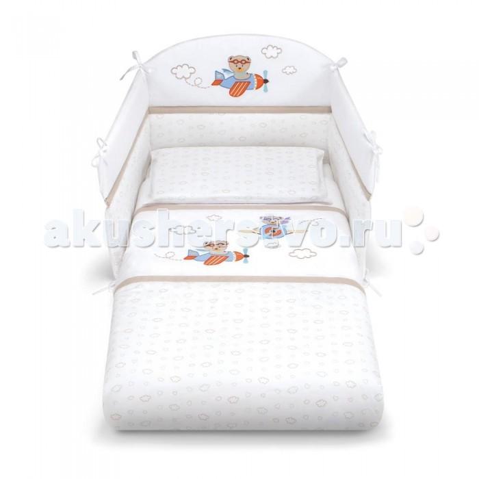 Комплект в кроватку Pali Aviatore (3 предмета)Aviatore (3 предмета)Великолепный комплект в кроватку Pali Aviatore, состоящий из борта, наволочки и одеяла.   Комплект выполнен из хлопка высочайшего качества и декорирован аппликациями. Такое постельное белье подарит малышу невероятно комфортные ощущения и придаст кроватке изысканный и нарядный вид.  Основные характеристики: техника Безопасный шов обеспечивает белью повышенный комфорт и не травмирует нежную кожу малыша изготовлено из 100 % хлопка белье гиппоаллергенно составит гармоничный ансамбль с кроватками борт легко крепится к кроватке с помощью ленточек  В комплект входят: Бампер на 3 стороны на завязках (Для кроваток с внутренним размером 125х65 см.) Одеяло с пододеяльником 87х125 см с антиаллергенным внутренним наполнителем Наволочка 59 х 38 см<br>