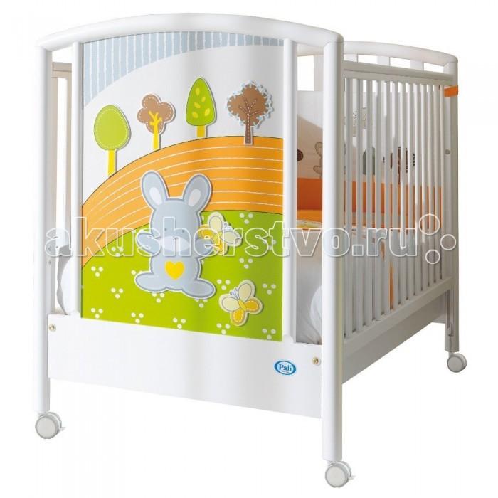 Детская кроватка Pali Smart BoscoSmart BoscoДетская кроватка Pali Smart Bosco   Кровать сделана из выдержанного бука. Все лаки, краски и клеи - натуральные и нетоксичные. Предназначена для детей от 0 до 5 лет.  Особенности: Бортики кровати опускаются на 20-25 см, один из них снимается полностью, так что кровать может использоваться как диванчик. Кроватка не снабжена качалкой. Колеса снабжены блокирующим тормозом.  Ложе состоит из деревянных реек. Сетка может устанавливаться по высоте в двух позициях. В кровати имеется ящик для постельного белья.<br>