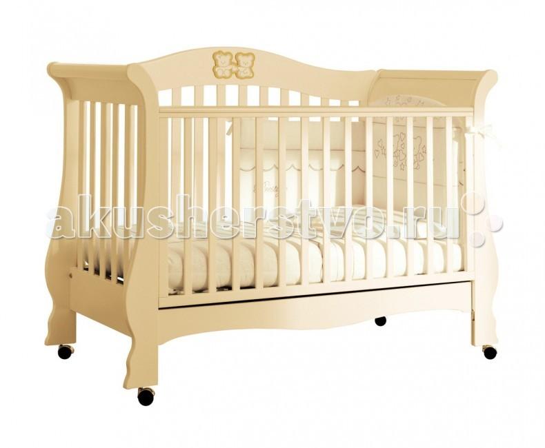 Детская кроватка Pali Тиффани PrestigeТиффани PrestigeДетская кроватка Pali Тиффани Prestige  Тиффани Prestige: детская кроватка, которая с легкостью превращается в удобный диванчик. Изящный итальянский дизайн с аппликациями в виде симпатичных мишек. Покрыта нетоксичными лаками и красками, соответствует европейскому стандарту безопасности.   Особенности: предназначена для детей от 0 до 5-ти лет украшена кристаллами Сваровски имеет высокие безопасные спинки и боковины oстрые углы oтсутствуют oпускающийся передний бортик на 20-25 см или полностью снимается, так что кровать может использоваться как диванчик  база сделана из деревянных перекладин: это дает нежному позвоночнику ребенка идеальную поддержку для правильного положения деревянные планки находятся на расстоянии 6 см друг от друга, что является идеальным расстоянием. Более того, планки не имеют заостренных краев и прочны при прыжках и играх легко двигающиеся колеса<br>