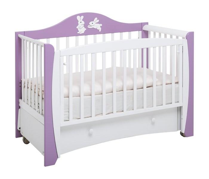 Детская кроватка Papaloni Olivia маятникOlivia маятникДетская кроватка Papaloni Olivia маятник декор Зайцы изготовлена из массива , надежный продольный маятниковый механизм с опускающейся боковиной.   Может использоваться в качестве стационарного диванчика для ребенка до 4 лет.  Особенности: Размер 125х65 оснащена опускающейся боковиной, на обеих боковинах предусмотрены ПВХ-накладки два уровня положения подматрасника маятниковый механизм качания при снятой опускающейся боковине кроватка может использоваться в качестве стационарного диванчика на возраст Вашего малыша до 4-х лет кровать комплектуется выдвижным ящиком для белья<br>