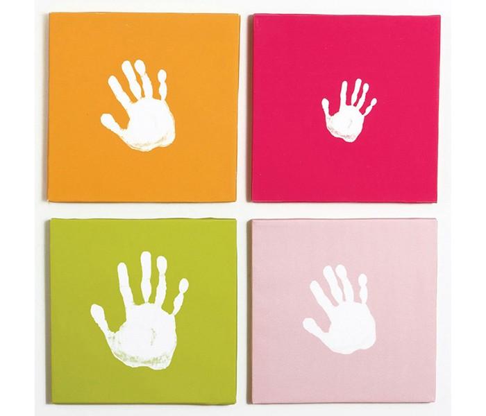 Pearhead Отпечаток на холстеОтпечаток на холстеСоздайте свое собственное настенное произведение искусства с помощью данного набора из четырех ярких полотен и красок.   Полотна представляют собой чистые листы. Нанесите на них отпечатки ручки Вашего малыша или сделайте семейный коллаж из отпечатков рук каждого члена семьи.   Комплект изготовлен в двух цветовых гаммах.   Состав комплекта: четыре полотна, белая краска и ванночка для краски.   Размер: 25х25х7 см.   Компания Pearhead создает неповторимые подарочные наборы и товары для детей и домашних питомцев с 1999 года. Оригинальная продукция отличается простотой и функциональностью дизайна, при этом передает невероятную чувственную красоту домашнего декора. Pearhead - это бережное отношение к традициям и уважение к семейным ценностям в сочетании с яркими инновационными идеями.<br>