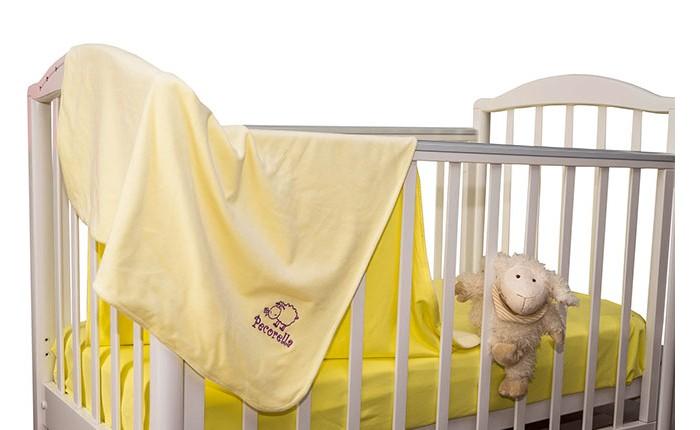Комплект в кроватку Pecorella Juicy Lemon (3 предмета)Juicy Lemon (3 предмета)Комплект постельного белья Juicy Lemon из 100% хлопка.   Комплект постельного белья из 100% хлопка Простыня на резинке, которая сохранит форму, нарядный вид, ощущение чистоты и порядка в кроватке Во время сна ребёнок не должен быть перегрет Мягкий плед - вот что нужно Вашему малышу во время сна. Он отлично пропускает воздух. Получается и тепло, и кожа малыша не потеет Мягкий бархатистый ворс на одной стороне и нежный трикотаж на другой способствуют приятным тактильным ощущениям. В комплект входит также наволочка(50х30 см) из нежного трикотажа, которая подарит Вашему малышу ощущение уюта и тепла В наборе: Простыня на резинке (120х60 см), Мягкий плед (120х90 см), наволочка (50х30 см)<br>