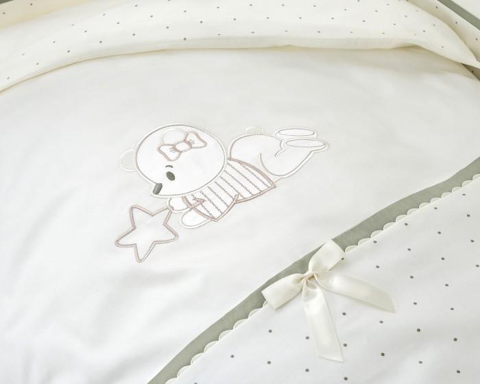 Комплект в кроватку Perina Le Petit Bebe (4 предмета)Le Petit Bebe (4 предмета)Комплект в кроватку Perina Le Petit Bebe (4 предмета) - это эксклюзивный комплект, создающий в детской комнате атмосферу волшебной сказки.   Перед сном – убаюкает мягким свечением спокойных оттенков. После пробуждения – встретит нежным прикосновением элитного сатина.   В комплекте: Простыня на резинке: 105х170 см Наволочка: 40х60 см Пододеяльник на молнии: 102х143 см Бампер из 4 частей с чехлом 38х360 см<br>