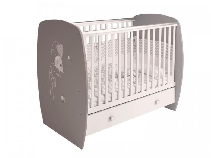 Детская кроватка Polini French 710 Amis (ящик)Детские кроватки<br>Кровать Polini French 710 Amis (ящик) для новорожденных сделана из массива березы, который не рассыхается и безопасен для ребенка.   Каждая модель дополнительно оборудована пластиковыми накладками на бортики, чтобы малыш не испортил зубки. Для хранения детских вещей, игрушек или постельного белья имеется вместительный ящик в основании. Ложе кроватки регулируется в 3-х положениях по высоте: когда малыш научится переворачиваться ложе следует опустить в среднее положение, когда научится сидеть – в нижнее.   Преимущества: вместительный выдвижной ящик для одежды и игрушек реечное основание 3 высоты ложа накладки ПВХ выполнена по европейским стандартам. Кроватка из коллекции Amis украшена рисунком забавных героев на спинке и ящиках кроватки.  Габариты: Размеры кроватки (ВхШхГ) – 1028 х 1232 х 800 мм. Размер детского ложа – 60 х 120 см