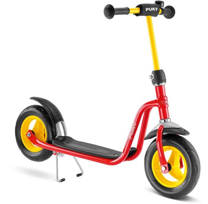 Двухколесный самокат Puky R 03R 03Самокат Puky R 03 - отличный транспорт для развития физической силы, баланса и координации ребенка от 3 до 7 лет! Двухколесный самокат Puky R 03 - для гонщиков со стажем, которые выросли из начальной модели R1, отлично держат равновесие и быстро ездят. Модель оборудована тормозом заднего колеса и подставкой для парковки. В комплект входит звоночек на руль.   Колеса самоката - литые из ПВХ, им не страшны проколы и порезы. Руль самоката увеличивается. Подножка самоката выполнена из ударопрочного пластика и покрыта антискользящим покрытием.  Материалы: металлический корпус сделан в соответствии с европейскими требованиями стандарта, качества и безопасности для детских товаров высокое качество окраски  Характеристики: предназначен для катания детей от 3 до 7 лет, на рост от 95 до 120 см максимальная устойчивость и безопасность супер легкий регулируемый по высоте руль 64 - 73 см 2 литых колеса (диаметр 225 мм) безопасные ручки на руле противоскользящее покрытие на подножке AirBag на руле (противоударная подушечка) на переднем крыле оригинальный фирменный флажок ножной тормоз заднего колеса подставка для парковки длина площадки для ноги - 34 см максимальная нагрузка - 50 кг  Общие размеры самоката (дхвхш)  86х64-73х17 см Диаметр колес 22.5 см Вес   4.3 кг<br>