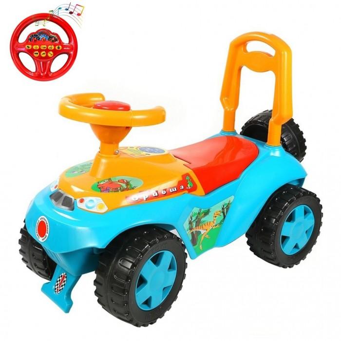 Каталка R-Toys ОриошаОриошаКаталка R-Toys Ориоша с музыкальным рулем.  Особенности: Машинка имеет музыкальный руль.  Эргономика сиденья-10 баллов.  Конструкция каталки сделана таким образом, что детская машинка полностью защищена от переворачивания или других происшествий на дороге.  Каталкой управлять предельно просто, это поймет даже самый маленький ребенок.  Ребенок может садиться на удобное сиденье, отталкиваться ножками и ехать, держась за руль каталки и поворачивая передними колесами.  Каталка сделана из высококачественного пластика , который не подвержен перепаду температур, не деформируется и не выгорает под солнцем.  Езда на каталке стимулирует ребенка к активным движениям и развитию.  В процессе игры развивается общая моторика, умение управлять своим телом.  В процессе езды ребенок познает окружающий мир, фантазирует и развивает воображение.  Очень устойчивые, широкие и проходимые колеса легко справятся с любым покрытием дорог.  Крутящиеся большие колеса позволяют ездить самому, катать машину руками или возить за веревочку.  Эту каталку можно использовать и дома, и на улице.  Яркий цвет и дизайн покорит с первого взгляда и Ваш малыш не захочет расставаться с каталкой.  Под сиденьем расположен вместительный багажник, а сзади красуется декоративная запаска.  Максимальная нагрузка 25 кг.  Рекомендуется для детей от 10 месяцев.   Размеры каталки: 62х45х32 см.<br>
