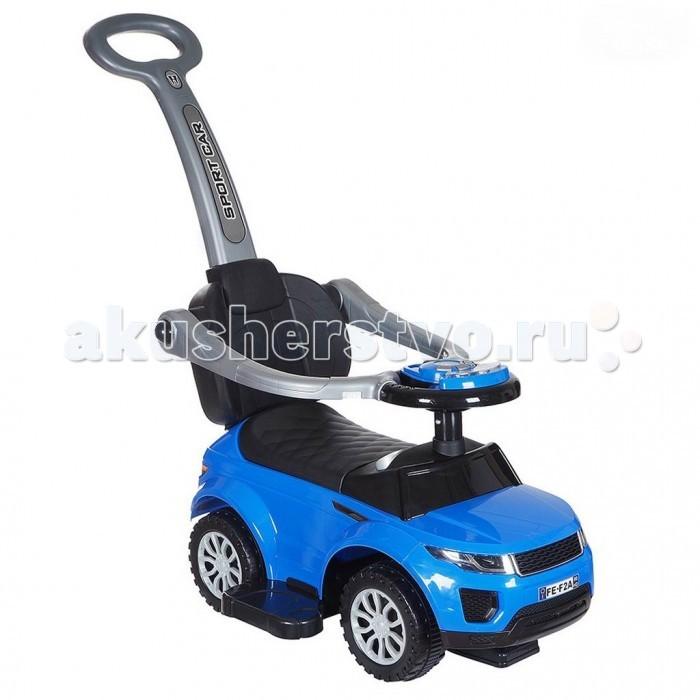 Каталка R-Toys Land Rover Evoque 3 в 1 с ручкойLand Rover Evoque 3 в 1 с ручкойКаталка R-Toys Land Rover Evoque 3 в 1 с ручкой  Эта машинка-каталка с родительской ручкой в стиле автомобиля Land Rover Evoque - украшение для современных родителей. В этом ярком изделии объединены сразу несколько видов детского транспорта. Поэтому родители одной покупкой решают сразу 2 проблемы. Во-первых, каталка поможет разнообразить прогулки малыша, а во-вторых, кроха с удовольствием будет тренировать мышцы ног, отталкиваясь во время езды. 3 функции в одной машинке - 3 превращения! Миниавто предназначено для поездок по городу, ходунки для обучения ходьбе, машинка-каталка для развития ног.  Особенности: Стильный дизайн этой каталки непременно привлечёт внимание детей, ведь она очень похожа на настоящий автомобиль. Корпус изделия, его рельефные контуры и декоративные наклейки добавляют транспортному средству дополнительную реалистичность. Пока кроха еще маленький катать его будут родители, держась за удобную длинную ручку с отверстием по центру. Ребенок сможет облокотиться на высокую спинку изделия, чтобы позвоночник не уставал во время езды. Для безопасности малыша каталка оснащена ограждением по бокам, которое при необходимости поднимается вверх. А поднимать настроение крохе во время поездки будет музыкальное сопровождение, предусмотренное в данной модели, которое активируется нажатием кнопки на руле. Съемные подставки для ножек пригодятся ребенку во время длительных прогулок. А когда малыш подрастет, то самостоятельно будет приводить каталку в движение, отталкиваясь ножками. Выполненные из прорезиненного пластика широкие колеса дополнены глубокими рельефными протекторами, обеспечивающими повышенную проходимость. Увеличенный угол поворота передних колес сделает езду на каталке более манёвренной. Изогнутая форма сиденья выполнена с учетом анатомии детей, а под сиденьем дети обнаружат отделение для игрушек. Устойчивая конструкция каталки не позволит ей перевернуться во время катания, а