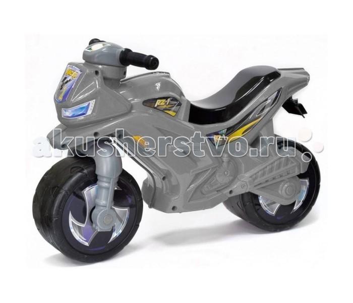 Каталка R-Toys Racer RZ 1Racer RZ 1Каталка R-Toys Racer RZ 1 на 2 широких устойчивых колесах.   Особенности: Самое главное в этом беговеле- эргономика форм и размеров. Беговел идеально подойдет детям от 18 месяцев. Они будут пользоваться ею и получать удовольствие от удобства.  Если малыш никогда не катался на подобном транспорте, каталку Racer RZ 1 он освоит очень быстро. Он почувствует как удобно и легко управлять этим беговелом, оценит устойчивость мотоцикла, а дизайн покорит его в первого взгляда, потому что эта каталка выполнена в стиле скоростного мотобайка. Сиденье выполнено таким образом, что имеет удобную спинку.  Эргономика сиденья - 10 баллов.  Каталка очень прочная и надежная.  Польза беговела для детей от 18 месяцев неоценима. Это первый транспорт, заменяющий 3-х колесный и 2-х колесный велосипед с боковыми поддерживающими колесами.  Беговел - незаменимый помощник в развитии малыша. Ребенок развивается физически и укрепляет здоровье, он может ехать в дальние поездки и не уставать, преодолевать препятствия и не бояться упасть.  Очень устойчивые, широкие и проходимые колеса легко справятся с любым покрытием дорог. Дождь, вода и грязь будут быстро и легко скатываться по боковым канавкам колес и колеса всегда будут оставаться сухими. А широкий корпус с крыльями защитит от грязи и брызг.  Выполнен по самым современным технологиям и соответствует всем высочайшим стандартам качества и безопасности.  Беговел очень устойчивый — никогда не перевернется. А столкновения с преградами малышу не страшны- он как в настоящем мотобайке защищен от ударов продуманной формой корпуса.  Яркие наклейки дополняют образ скоростного мотобайка.  Очень удобные ручки на руле с уплотненными и расширенными окончаниями рукояток.  Если малыш упадет на бок, то рука будет в безопасности - удар придется на окончание рукоятки руля.   Высота от пола до руля 44 см, высота сиденья минимальная 31 см. Максимальная нагрузка- 30 кг.  Размеры: 65х44х28. От пола до руля-44 см, от пола до сиденья-31 