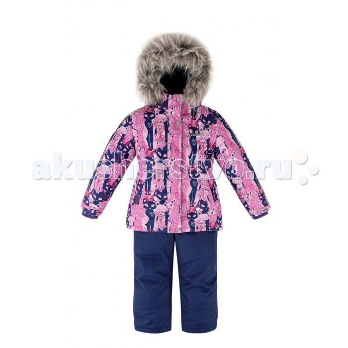 Reike Комплект (куртка+полукомбинезон) КошечкиКомплект (куртка+полукомбинезон) КошечкиReike Комплект (куртка+полукомбинезон) Кошечки  Комплект для девочки Reike Pretty cat, состоящий из куртки, декорированной красочным принтом с изображением кошечек, и однотонных брюк на лямках. Комплект выполнен из ветрозащитной, водонепроницаемой и дышащей мембранной ткани на подкладке из микрофлиса и принтованного полиэстера.   Куртка приталенного силуэта дополнена съемным регулирующимся капюшоном с отстегивающейся меховой опушкой и двумя карманами на липучках, сзади на талии резинка. На груди декорирована серебристой вышивкой «Reike». Ветрозащитная планка на кнопках и липучках вдоль молнии не допустит проникновения холодного воздуха. Рукава на утяжке оформлены эластичными трикотажными манжетами.   Завышенная талия брюк и регулируемые съемные подтяжки гарантируют посадку по фигуре. Низ усилен защитой от истирания. Оснащены двумя боковыми карманами на молнии и съемными штрипками. Комплект имеет множество светоотражающих деталей, снегозащитные вставки на куртке и брюках.   Базовый уровень.  Коэффициент воздухопроницаемости комбинезона 2000гр/м2/24 ч. Водоотталкивающее покрытие: 2000 мм.  Утеплитель: куртка - 280 гр., полукомбинезон - 140 гр. Состав: 100% полиэстер, подкладка: 100% полиэстер.  При разработке продукции финскими дизайнерами учитывался целый ряд технических требований, отвечающих современным трендам: Reike – детская одежда, а потому должна успешно противостоять суровым погодным условиям, должна иметь свободный крой, позволяющий ребёнку активно двигаться в играх на открытом воздухе, она должна быть яркой и красочной.  В результате была создана коллекция одежды, способная удовлетворить всем запросам современности и вызовам природы северных регионов, совмещая в себе высокотехнологичные материалы и модный дизайн. Благодаря широкому модельному ряду и аксессуарам можно подобрать полный комплект Reike из курток, брюк, комбинезонов и полукомбинезонов, а также обуви, шапок и пе