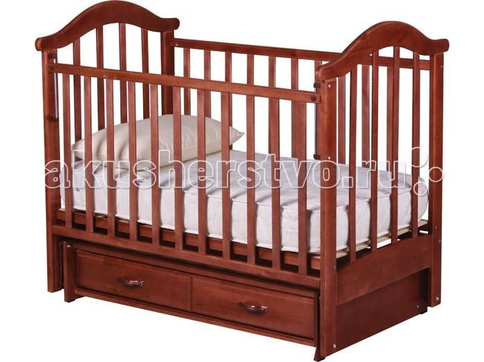 Детская кроватка Рио Виктория-2 маятникВиктория-2 маятникКроватка Рио Виктория-2 имеет преимущество — опускающаяся и съёмная боковина. Сняв одну спинку можно превратить кроватку в диванчик. При снятой боковой части малыш сможет залезать в кроватку самостоятельно. Также, кроватка оснащена глубоким закрытым ящиком для игрушек и постельного белья. Особая обработка дерева и стильный дизайн выгодно отличают кроватки Рио.  Кровать маятник долговечна и надежна в эксплуатации. Кровать Виктория изготовлена из экологически чистых и высококачественных материалов, с применением современных технологий. В производстве кроваток РИО используют лаки, специально разработанные для детской мебели. Они абсолютно безвредны и нетоксичны для детей.  Особенности: поперечный маятниковый механизм со стопором материал: сосна размер ложа: 120 х 60 см закрытый ящик опускающаяся и съёмная боковина  3 уровня днища<br>