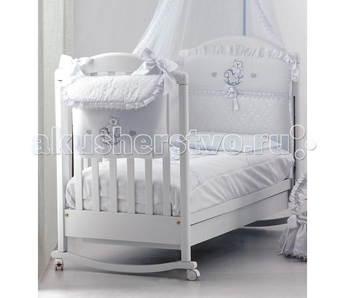 Комплект в кроватку Roman Baby Romantica (5 предметов)Romantica (5 предметов)Комплект постельного белья Roman Baby Romantica  - элегантный сет от итальянского производителя. Белье сшито из 100% хлопка, украшено красивыми аппликациями в виде сердечка. На этом постельном белье малыш будет видеть только сладкие сны, а его сон будет спокойным и продолжительным.   Особенности:    Использовались только нетоксичные красители;  Украшено аппликациями;  Белье можно стирать при температуре 30 гр в режиме бережной стирки;  Изготовлено только из натуральных гипоаллергенных материалов, с использованием нетоксичных красителей;   В комплекте:  - Одеяло - Пододеяльник - Наволочка 40 х 60 см - Подушка 40 х 60 см - Бортик на половину кроватки   Материал: 100% хлопок<br>