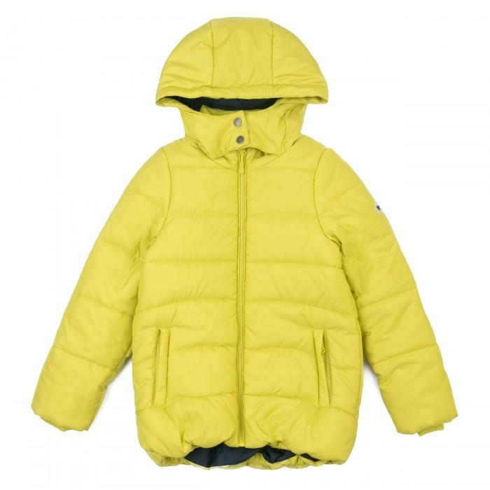 S'cool Куртка для девочек Classic 384474Куртки, пальто, пуховики<br>S'cool Куртка для девочек Classic 384474 это сочетание привлекательного дизайна и практичности.  Утепленная стеганая куртка из ткани с водоотталкивающей пропиткой. Модель с встрочным капюшоном. Куртка на молнии, специальный карман для фиксации бегунка не позволит застежке травмировать нежную детскую кожу. Низ куртки на резинке для дополнительного сохранения тепла. Модель с заниженной спинкой, рукава дополнены манжетами из плотного трикотажа. Светоотражатели обеспечат видимость ребенка в темное время суток.  Состав: Верх: 100% полиэстер, Подкладка: 100% полиэстер, Наполнитель: 100% полиэстер, 250 г/м2 Уход: Автоматическая стирка, максимальная температура стирки 30°С. Не отбеливать. Гладить запрещено. Можно выжимать и сушить в стиральной машине.  SCool – отличная одежда для мальчиков и девочек разных возрастов. Штанишки, футболки, нижнее белье, купальники и другие товары этого бренда обязательно понравятся маленьким модникам. Они выполнены из безопасных и приятных к телу материалов, будут комфортны как для отдыха, так и для подвижных игр.