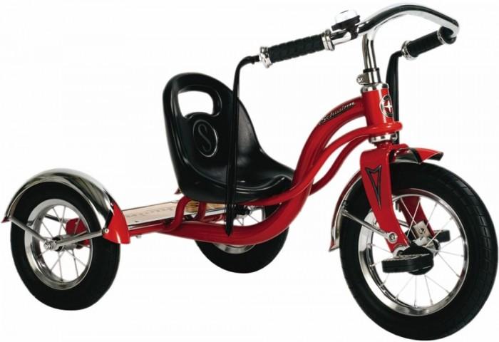Велосипед трехколесный Schwinn детский Roadster Trikeдетский Roadster TrikeSchwinn Велосипед детский Roadster Trike с педалями на переднем колесе специально разработан для активных малышей. Низкий центр тяжести позволяет ребенку управлять велосипедом легко и безопасно. Хромированные руль, крылья и звонок без сомнения понравятся как малышу, так и родителям, участвующим в его вело приключениях. Площадка для катания стоя помогает ребёнку привыкать к скорости, а взрослым участвовать в процессе катания.   Особенности: • Трёхколёсный велосипед с педалями на переднем колесе • Надёжная стальная рама • Регулировка седла по удалённости от руля • Невероятная устойчивость, благодаря трёхколёсной конструкции • Площадка для катания стоя • Велосипед для детей 1,5-4 лет<br>
