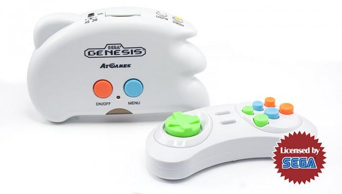 Sega Игровая приставка Genesis Nano Trainer + 40 игр (геймпад, AV кабель)Игровая приставка Genesis Nano Trainer + 40 игр (геймпад, AV кабель)Nano Trainer – это новый виток развития игр для популярной игровой платформы Sega Genesis!  Два беспроводных джойстика позволяют играть не только в любимые игры, включая легендарного Соника, но двигаться вместе со своими героями в любимых спортивных играх – теннис, пинг-понг, футбол, бокс, бейсбол, сноубординг и многие другие! Благодаря функции захвата движений в пространстве, ребенок будет повторять движения спортсменов в реальной жизни.  Игровая приставка может работать как от сети, так и от 4-х ААА батареек, что прекрасно подойдет для выездного отдыха на даче. Джойстики работают от 2-х ААА батареек до 10 часов, расходуя минимум энергии.  Могут использоваться как в классическом варианте джойстика, так и для игр в движении.  Особенности игровой приставки Sega Genesis Nano Trainer: сотни игр, которые можно записать на SD-карту и надолго забыть об обновлении игровой консоли возможность игры вдвоем работает от сети и от от 4-х ААА батареек доступная цена более 1000+ игр, предназначенных для игровой консоли Sega Genesis яркие, запоминающиеся герои, которые надолго остаются в памяти – Sonic, Червяк Джимм, Алладин, Король Лев, Саб-Зиро и многие-многие другие!  Комплектация Sega Genesis Nano Trainer + 40 игр: приставка SEGA Genesis Nano Trainer  геймпад AV кабель инструкция, гарантийный талон 40 встроенных игр (15 классических игр, 7 спортивных игр в движении, 18 аркадных игр + 110 бонусных уровней)<br>