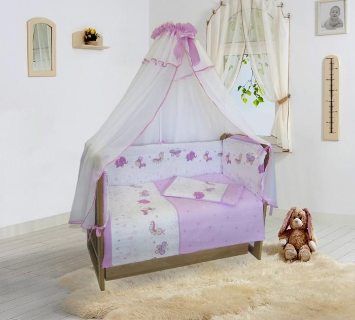 Комплект в кроватку Soni Kids Ласковое лето (6 предметов)Ласковое лето (6 предметов)Комплект в кроватку Soni kids Ласковое лето (6 предметов) заставит заиграть новыми красками детскую комнату. Привлекательный дизайн нежной цветовой гаммы с изображениями зверят не только впишется в интерьер, но и будет радовать своего владельца, даря комфорт и ощущение уюта. Все необходимое для отдыха уже содержится в комплекте: пододеяльник, простынка на резинке, наволочка, одеяло, подушка, балдахин и бортик. Мягкий бортик надежно защитит ребенка по всему периметру спального места, а полупрозрачный балдахин спасет от назойливых насекомых. Простыня фиксируется на матрасике при помощи специальной резинки, не образовывая складок. Все составляющие изготовлены из стопроцентного хлопка, а антиаллергенный наполнитель в одеяле прекрасно пропускает воздух, создавая благоприятный микроклимат.  В комплекте: пододеяльник - 140 х 110 простынка на резинке - 150 х 90 наволочка - 60 х 40 одеяло - 140 х 110 подушка - 60 х 40 бортик - 360 х 44.<br>
