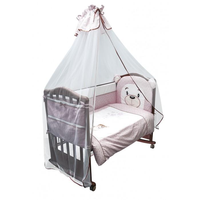 Комплект в кроватку Сонный гномик Умка (7 предметов)Комплекты в кроватку<br>Кроватка Вашего малыша будет неотразимой и очень уютной. Ведь в комплект входит все необходимое для крепкого и безопасного сна малыша.  Характеристики: состав ткани: Ранфорс, 100% хлопок  отделка аппликацией  деликатные швы, рассчитанные на прикосновение к нежной коже ребёнка бельё сертифицировано, полностью безопасно и гипоаллергенно высокий бортик на весь периметр кроватки наполнитель бортика Холлкон плотностью 500 наполнитель одеяла и подушки Холлкон большой балдахин из тончайшей сетки выпускается в размере 120х60 см  Комплект состоит из: 4 метрового балдахина из сетки бортика из 4х частей высотой 42 см на весь периметр кроватки со съёмными чехлами одеяла (размер 110х140 см) пододеяльника (110х140 см) подушки (размер 40х60 см) наволочки (40х60 см) простыни (размер 100х140 см)  По составу, ранфорс на 100% состоит из натурального хлопка. Отличается от остальных типов тканей повышенной плотностью. По своей плотности плетения этот материал превосходит бязь. На ощупь ранфорс напоминает бязь. Но если у бязи количество переплетений на один квадратный сантиметр составляет 42 единицы, у ранфорса данный показатель достигает 53, что говорит в первую очередь о более высокой прочности ткани.