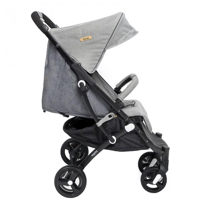 Прогулочная коляска Squizz 2 Z15+ с большими колесамиПрогулочные коляски<br>Squizz Коляска 2 Z15+ с большими колесами придумана для родителей, создана для ребенка. Компактная, легкая и маневренная подойдет как для прогулок, так и для путешествий. Благодаря компактному размеру ее можно разместить где угодно. Удобный чехол с широким ремнем позволяет нести сложенную коляску на плече или, используя выдвижную ручку, везти как чемодан.  Особенности: складывается/раскладывается одной рукой фиксатор замка в сложенном виде устойчива, как чемодан на 4-х колесах 5-ти точечная система ремней безопасности съемный, легко открываемый бампер окошко для присмотра выдвижная ручка для перевозки удлинитель спального места капюшон с пропиткой ткани UPF 50+ от ультрафиолетовых лучей дополнительный защитный козырек на капюшоне тормоз с индикацией, блокирующий оба колеса блокировка передних колес большая корзина амортизация колес быстрая смена колес откидывающаяся спинка можно использовать с рождения до 36 мес. текстильные части легко снимаются для чистки чехол в комплекте диаметр колес 15,5/18,5см