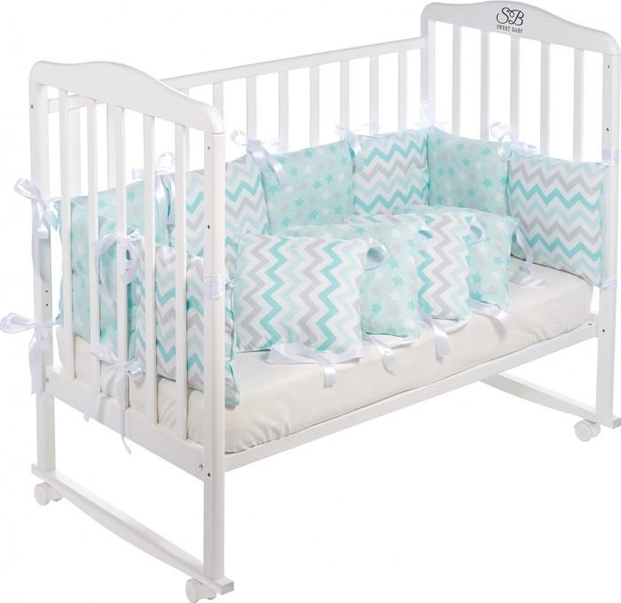 Бортик в кроватку Sweet Baby Colori 12 частейБортики в кроватку<br>Бортик в кроватку Sweet Baby Colori 12 частей для создания уюта и безопасности вашего малыша, подходят практически для любых кроваток. Предотвратит случайное травмирование ребенка во сне, сделает кроватку теплее и уютнее.   ткань: поплин 100% хлопок, холлофайбер  размер 30х30 см, 12 частей наполнитель: холлофайбер украшение кружевом, завязки-атласные ленты упаковка-чемодан ПВХ для кроватки 120х60 см и овальной кроватки