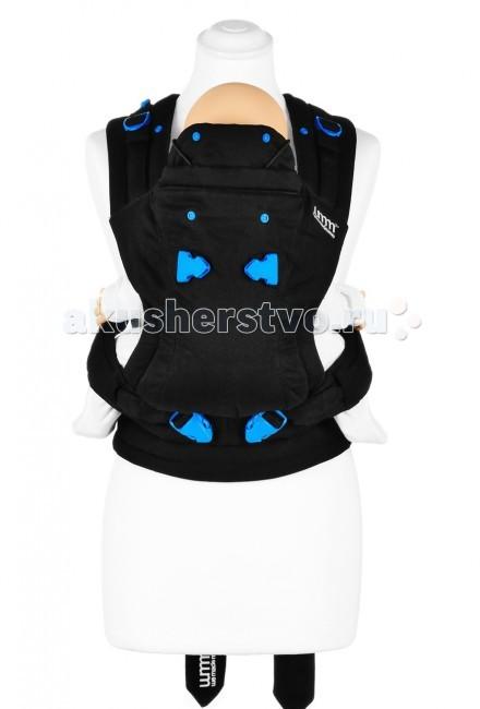 Рюкзак-кенгуру WeMadeMe Pao PapoosePao PapooseРюкзак-кенгуру theBabaSling Pao Papoose, стильный и практичный, идеально подходит для ношения малышей в возрасте от 4 до 36 месяцев. Он позволяет Вам носить ребенка спереди или сзади, обеспечивая при этом максимальный комфорт для Вас и для Вашего малыша.  Предоставляет большую свободу движений для родителя и позволяет малышу путешествовать, разглядывая окружающий мир, или спать. Рекомендуем обеспечить дополнительную поддержку головы малыша с помощью капюшона, прикрепленного к рюкзаку-переноске, для более комфортного сна или защиты от солнца.  Особенности: Предназначен для ношения младенцев в возрасте от 4 до 36 месяцев (весом 5,5-15 кг); Эргономичный Рюкзак-Переноска 3-в-1: лицом к родителю, лицом от родителя и на спине у родителя; Запатентованная система из мягких регулируемых ремней и пояса обеспечивает комфортное ношение, как в положении «Спереди», и так и в положении «Рюкзак сзади»; Обеспечивает эргономически правильное положения ребенка; Имеет мягкий подголовник, который трансформируется в удобный капюшон; Тщательно продуманные подушечки для поддержки ножек малыша обеспечивают комфорт и безопасность; Соответствует требованиям безопасности CEN/TR 16512:2015 и ASTM F2236 – 14; Выполнен из натурального «дышащего» материал - 100 % хлопок; Упакован в элегантную цилиндрическую упаковку и стильный мешочек; Содержит красочно иллюстрированный буклет-инструкцию с изображениями животных, а во внутреннем кармашке рюкзачка находится тканевая инструкция; Машинная стирка при температуре 40 градусов.  Положения в Эрго Рюкзаке-Переноске ПаоПапуз (в зависимости от возраста/веса малыша): Положение «Лицом к родителю» идеально подходит для возраста 4-24 мес./веса 5,5–12,2 кг, во время бодрствования или сна малыша. Положение «Лицом от родителя» подходит для возраста: 5 – 12 мес./веса: 6, 4–10 кг, для любопытных малышей, желающих увидеть мир. Исследования показывают, что носить ребенка в данном положении желательно не более 20 минут, чтоб