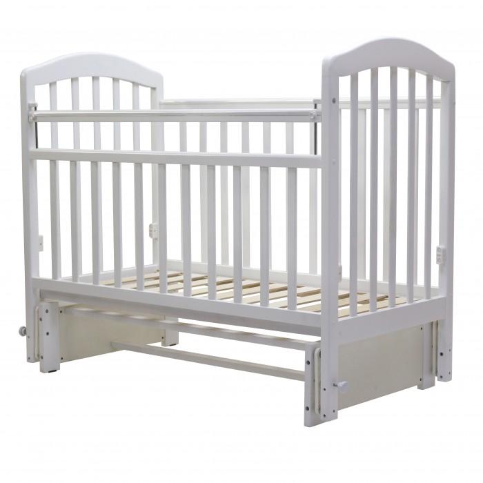Детская кроватка Топотушки Лира-5Лира-5Детская кроватка Топотушки Лира-5 изготовлена из натуральной древесины – массив березы (обеспечивает высокую прочность и долговечность изделию). Обработана экологически чистым и безопасным для здоровья лаком.   Кровать оснащена универсальным маятниковым механизмом, который можно использовать как для поперечного, так и для продольного качания (эффект колыбельки).  Особенности: Универсальный маятник Размер спального места: 120 х 60 см Силиконовые накладки Опускаемая боковина 3 уровня установки матраса по высоте Реечное дно.<br>