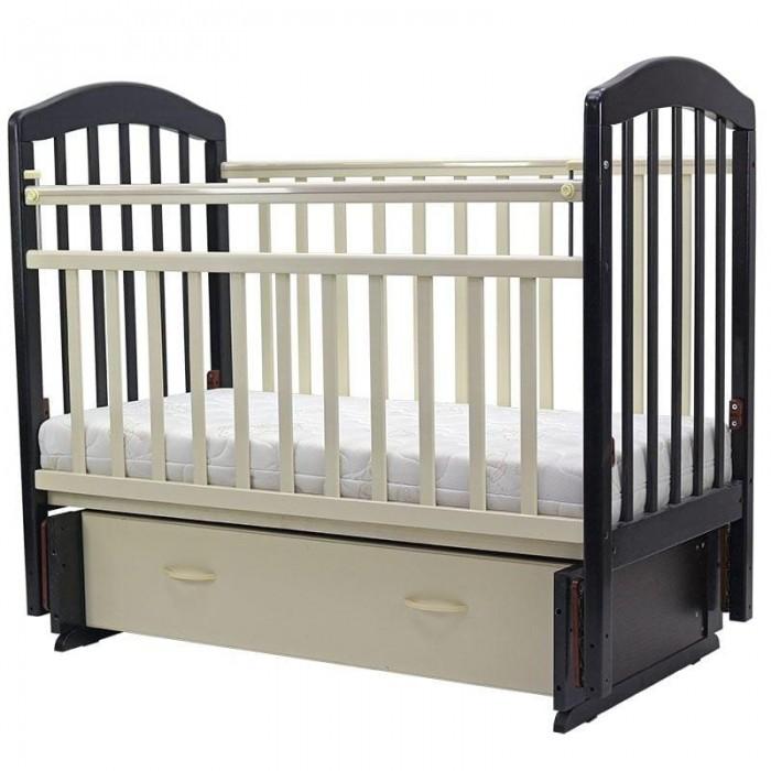 Детская кроватка Топотушки Лира-7Лира-7Детская кроватка Топотушки Лира-7 изготовлена из натуральной древесины – массив березы (обеспечивает высокую прочность и долговечность изделию). Обработана экологически чистым и безопасным для здоровья лаком. Закрытый объемный выдвижной ящик для удобства хранения детских вещей, постельных принадлежностей, памперсов или игрушек.      Кровать оснащена универсальным маятниковым механизмом, который можно использовать как для поперечного, так и для продольного качания (эффект колыбельки).  Особенности:  Фиксатор маятника. 2 уровня ложа по высоте для изменения глубины кроватки в зависимости от возраста малыша. Боковая стенка регулируется в 2-х положениях при помощи автокнопки (для обеспечения доступа к малышу). Кровать трансформируется в диванчик, для этого необходимо снять переднюю боковую стенку. Отсутствие выступающих углов и неровностей, что обеспечивает безопасность для малыша. Защитные ПВХ накладки (грызунки).<br>