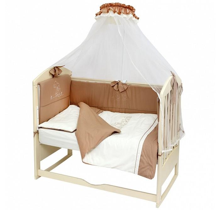 Комплект в кроватку Топотушки Капучино (8 предметов)Комплекты в кроватку<br>Топотушки Комплект в кроватку Звездочка (7 предметов)  В комплект входит:  Балдахин 3 м. (сетка) Охранный бампер 360 х 50 см (из 4-х частей на молнии, наполнитель – холлофайбер) Подушка 40 х 60 см (наполнитель – холлофайбер) Одеяло 140 х 110 см (наполнитель – холлофайбер) Наволочка 40 х 60 см Пододеяльник 147 х 112 см Простынь на резинке 120 х 60 см