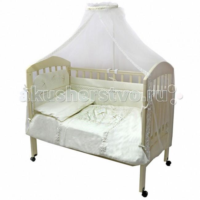 Комплект в кроватку Топотушки Стрекоза (7 предметов)Стрекоза (7 предметов)Комплект для кроватки Топотушки Стрекоза (7 предметов) включает все необходимые элементы для детской кроватки.  Особенности: Комплект создает для Вашего ребенка уют, комфорт и безопасную среду с рождения; современный дизайн и цветовые сочетания помогают ребенку адаптироваться в новом для него мире.  Комплекты «Топотушки» хорошо вписываются в интерьер как детской комнаты, так и спальни родителей. Как и все изделия «Топотушки» данный комплект отражает самые последние технологии, является безопасным для малыша и экологичным.  Российское происхождение комплекта гарантирует стабильно высокое качество, соответствие актуальным пожеланиям потребителей, конкурентоспособную цену. Качество материала обеспечивает легкость стирки и долговечность. Оригинальный дизайн комплекта, отделка рюшами и тонким кружевом. Цветовые и дизайнерские решения – плоды совместных трудов европейских дизайнеров и российских технологов - делают внешний вид комплекта роскошным и незабываемым. Качество материала обеспечивает легкость стирки и долговечность. Мягкий борт защитит малыша от сквозняков и убережет от возможных ударов о бортики кроватки. Борт по всему периметру кроватки состоит из 4-х частей, высота по периметру 40 см, изголовье 50 см. Наполнитель борта – холлофайбер. Балдахин длиной 3 метра создает для Вашего малыша индивидуальную зону комфорта: ограничивает проникновение яркого света, задерживает шум, препятствует сквознякам. В детской балдахин в свою очередь служит украшением интерьера. Одеяло абсолютно гипоаллергенно, воздушное и легкое, имеет хорошую теплоустойчивость. Легко стирается и не теряет свой объем. Наполнитель – холлофайбер (экологически чистый материал). Подушка абсолютна гипоаллергенна, её высота оптимальная для головы новорожденного малыша согласно современным исследованиям. Простынь на резинке обеспечивает идеальную посадку на матрас, не позволит лишним складкам и заломам создать для ребенка дискомфорт