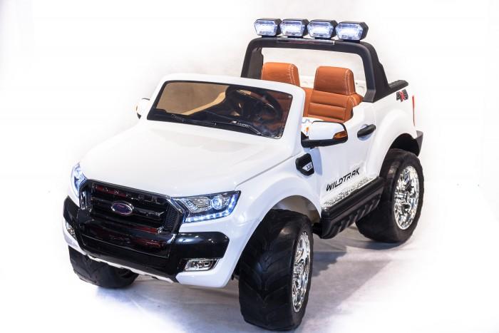 Электромобиль Toyland Ford ranger 2017 4X4 с пультом ДУFord ranger 2017 4X4 с пультом ДУЭлектромобиль Toyland Ford ranger 2017 4X4 - этот стильный внедорожник сможет стать верным другом вашего ребенка. Машина максимально приближена к реальной не только благодаря внешнему сходству, но и непревзойденному качеству. Все элементы тщательно подобраны и проработаны, кроме того, большое внимание было уделено внешнему покрытию.  Предназначен для детей от 3 до 8 лет, одно посадочное место для детей старше 4-х лет, 2 посадочных места для детей от 3 до 4-х лет (руль смещен в левую сторону для удобства водителя).  Особенности: большие полностью резиновые колеса EVA, максимальная нагрузка 40 кг аккумулятор 12V/10Ah, четыре двигателя: 4x35W, подключаемый (кнопкой) полный привод  амортизаторы для плавности хода и опорный подшипник, для облегчения поворота руля максимальная скорость 6 км/ч,  3 скорости вперед, одна скорость движения назад (переключение скоростей - с пульта ДУ или плавный набор скорости с помощью педали) заводится с ключа открываются двери, капот (место для хранения), багажник (место для хранения), кожаное сиденье с ремнем безопасности удобный руль с музыкальными эффектами (кнопка клаксона и проигрывания мелодий) возможность перемещения по принципу чемодана - ручка под задним бампером для перевозки электромобиля разъем для подключения MP3, вход для карты SD, вход для USB, встроенный FM-радиоприемник светодиодные огни фар, свет фонарей на дуге и задних сигналов. Размеры электромобиля (длина-ширина-высота): 139 х 83 х 81 см.  Вес: 30 кг Размеры в упаковке (длина-ширина-высота): 139 х 75 х 51 см. Вес: 36 кг Объем: 0,53 м3  В комплекте: аккумулятор, зарядное устройство, Пульт дистанционного управления (работает по bluetooth, радиус действия до 30 метров)  Гарантия от производителя: 12 месяцев<br>