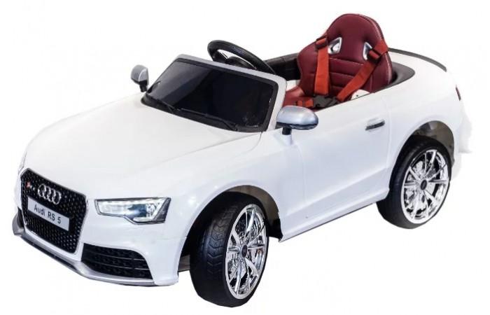 Электромобиль Toyland Audi Rs5Audi Rs5Электромобиль Toyland Audi Rs5 для ребенка от 1 года до 8 лет развивает скорость до 7 км/ч. Открывающиеся двери, огни фар и фонарей, а так же возможность включить свою музыку делают этот электромобиль похожим на такой же, как у взрослых.  Салон автомобиля сразу дает понять, что это машина премиум-класса. Кресло водителя изготовлено из кожи и имеет удобную спортивную форму, садясь в него, ребенок будет чувствовать себя комфортно и уютно. Пристегнуться можно с помощью ремня безопасности. Приборная панель имеет подсветку, оснащена USB-выходом, AUX и радиоприемником. Громкость звука регулируется кнопкой на руле. Там же располагается и кнопка клаксона. Открывающиеся двери машины оснащены встроенными блокирующимися замками. Светодиодные фары имеют яркое свечение и прекрасно освещают дорогу в темное время суток. Широкие резиновые колеса не гремят и надежно сцепляются с дорогой.   Всего у автомобиля 3 скорости, из которых: две вперед и одна назад. Их переключение осуществляется с помощью пульта ДУ, а для плавного набора скорости просто равномерно нажимайте на педаль газа. Радиус действия пульта дистанционного управления составляет 30 м, работает по Bluetooth.<br>