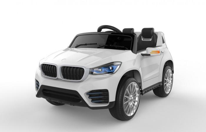 Электромобиль Toyland JH-9996JH-9996Электромобиль Toyland JH-9996 для ребенка от 1 года до 8 лет развивает скорость до 7 км/ч. Открывающиеся двери, огни фар и фонарей, а так же возможность включить свою музыку или радио делают этот электромобиль похожим на такой же, как у взрослых.  Салон автомобиля сразу дает понять, что это машина премиум-класса. Кресла водителя и пассажира изготовлены из кожи и имеют удобную спортивную форму. Садясь в машину, ребенок будет чувствовать себя комфортно и уютно. Пристегнуться можно с помощью ремня безопасности. Ваше внимание сразу привлечет наличие панели приборов с подсветкой и автомагнитола. На руле имеются кнопки, отвечающие за регулировку громкости данной музыкальной системы, и клаксон. Также вы сможете переключать любимые треки простым нажатием на соответствующую кнопку. Установленная музыкальная система поддерживает карту памяти, также у нее имеется USB-выход, AUX и радиоприемник.  Всего у автомобиля 3 скорости, из которых: две вперед и одна назад. Их переключение осуществляется с помощью пульта ДУ, а для плавного набора скорости просто равномерно нажимайте на педаль газа. Радиус действия пульта дистанционного управления составляет 30 м, работает по Bluetooth.<br>