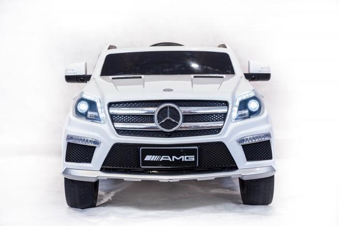Электромобиль Toyland Mercedes-Benz GL63Mercedes-Benz GL63Электромобиль Toyland Mercedes-Benz GL63 для ребенка от 1 года до 8 лет развивает скорость до 7 км/ч. Открывающиеся двери, огни фар и фонарей, а так же возможность включить свою музыку или радио делают этот электромобиль похожим на такой же, как у взрослых.  Салон автомобиля сразу дает понять, что это машина премиум-класса. Кресло водителя изготовлено из кожи и имеет удобную спортивную форму, садясь в него, ребенок будет чувствовать себя комфортно и уютно. Пристегнуться можно с помощью ремня безопасности. Ваше внимание сразу привлечет наличие панели приборов с подсветкой и автомагнитола. На руле имеются кнопки, отвечающие за регулировку громкости данной музыкальной системы, и клаксон. Также вы сможете переключать любимые треки простым нажатием на соответствующую кнопку. Установленная музыкальная система поддерживает карту памяти, также у нее имеется USB-выход, AUX и радиоприемник.  Всего у автомобиля 3 скорости, из которых: две вперед и одна назад. Их переключение осуществляется с помощью пульта ДУ, а для плавного набора скорости просто равномерно нажимайте на педаль газа. Радиус действия пульта дистанционного управления составляет 30 м, работает по Bluetooth.<br>