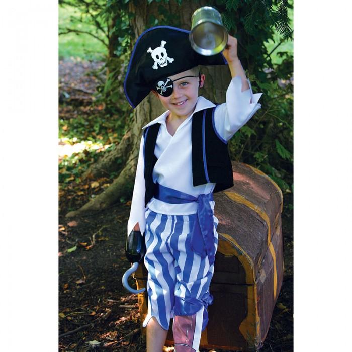 Travis Designs Карнавальный костюм Одноногий пиратКарнавальные костюмы<br>Travis Designs Карнавальный костюм Одноногий пират - костюм для новогоднего или любого другого детского праздника, театрального представления, веселого карнавала. Костюм отличает качественный материал, аккуратный пошив.  Необычный карнавальный костюм «Одноногий пират» для настоящих и храбрых морских путешественников! Состоит из полосатых брюк с атласным поясом, одна из штанин имитирует деревянную ногу, рубашки, жилета, пиратской шляпы с изображением черепа, сабли и повязки на глаз, которые прекрасно дополняют образ.   Материал: атлас, пластик  Уход: Ручная стирка, максимальная температура стирки 30°С. Не отбеливать. Гладить запрещено.