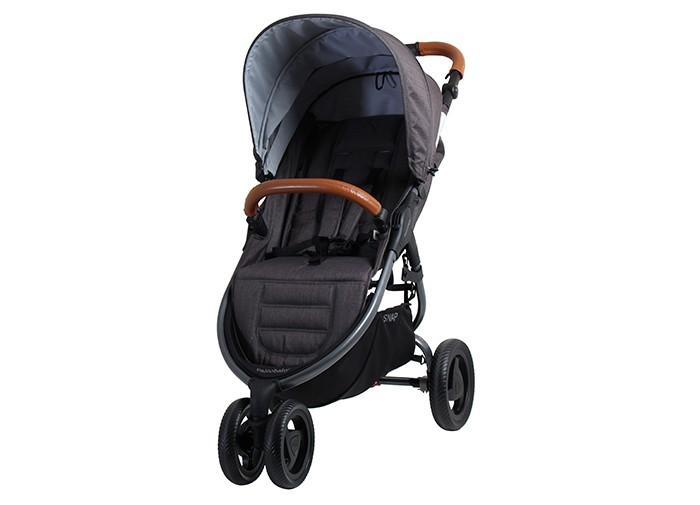 Прогулочная коляска Valco baby Snap TrendSnap TrendПрогулочная коляска Valco baby Snap Trend стала еще более стильной, удобной и теплой.   У коляски большое и широкое спальное место. Даже в зимнем комбинезоне или теплом конверте ребенку будет очень удобно. За счет небольших изменений в задней части капюшона теперь Снап  будет более теплой и защищенной от ветра.   Капюшон стал еще больше на одно деление и теперь полностью закрывает ребенка. Снап очень удобно складывается одной рукой и занимает очень мало места в собранном виде, а вес коляски всего 8 кг. Это удобная коляска для каждодневный прогулок, поездок на машине или путешествий.   Отличия Valco baby Snap Trend от обычной Snap: Капюшон размера XXL. Добавлена одна секция на молнии из сетки с защитой от УФ лучей. Ручка для родителей регулируется по высоте и обтянута качественной эко кожей. Бампер для ребенка из эко кожи. Задняя стенка на капюшоне теперь плотно закрывается по двум сторонам. Ребенку будет теплее и комфортнее. Видоизмененные бескамерные колеса. Увеличена корзина для покупок. Увеличено спальное место примерно на 10-12 см. Коляска складывается одной рукой.  На капюшоне есть удобный карман на молнии. Особенности и преимущества Valco baby Snap Trend: С 6 месяцев до 20 кг. Несколько положений наклона спинки. Есть полностью горизонтальный наклон спинки. Спинка не гамак. Алюминиевая рама. 5-ти точечные ремни безопасности с мягкими накладками. Большой капор с сетчатой секцией на молнии. Капюшон расширяется с помощью молнии.  Ручка для родителей регулируется по высоте. Съемный бампер из эко кожи. Мягкие бескамерные колеса. Устойчивы к проколам. Поворотные передние колеса с возможностью фиксации. Удобный ножной тормоз. Регулируемая подножка. Механизм сложения книжка, есть фиксатор сложенного состояния. В сложенном виде коляска очень компактна, есть специальный ремень для переноски. Съемная обивка, стирается при 30 градусах. Вместительная корзина для покупок. В комплекте:  Прогулочный блок с капюшоном и бампером