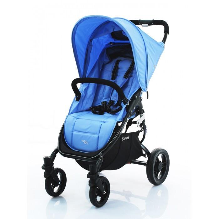 Прогулочная коляска Valco baby Snap 4Snap 4Прогулочная коляска Valco baby Snap 4 удобная и легкая — весит всего 6,6 кг. Складывается очень легко и не занимает много места.   Snap 4 идеально использовать с 6 месяцев, спинка полностью опускается до положения лежа, большой капюшон увеличивается с помощью молнии и хорошо закрывает ребенка от солнца или непогоды.  Коляска Valco baby Snap 4 изготовлена из плотной ткани, которая практически не притягивает пыль. Поэтому уход за коляской будет простым и быстрым.  Колеса легко отстегиваются, поэтому коляску удобно не только перевозить в багажнике любого автомобиля, но и хранить дома, когда вы ею не пользуетесь.  Особенности: Спинки регулируется бесшумно и плавно на ремнях до 180 градусов; В сложенном виде колеса не пачкают сиденье; Посадочное место очень широкое — 34 см; Капюшон увеличивается на молнии, с большим смотровым окошечком; Колеса резиновые бескамерные; Максимальная нагрузка на коляску — 20 кг; При нажатии на педаль тормоза не пачкается верхняя часть обуви. Размеры ДхШхВ: 97 x 52 x 104 см, сиденье: Ш 34 x Г 22 x В 48 см. Размеры в собранном виде ДхШхВ: 78 x 52.5 x 31 см.<br>