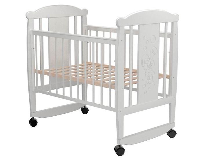 Детская кроватка Valle Bunny 02 колесо-качалкаBunny 02 колесо-качалкаДетская кроватка Valle Bunny 02 колесо-качалка  Удобная и функциональная детская кроватка Valle Bunny 02 предназначена для новорожденных детей и используется до 4-5 лет.   Изготовлена на современном оборудовании из натурального экологически чистого массива березы, что обеспечивает прочность и долговечность. Высокое качество отделки. Для окраски применяются лаки, не содержащие вредных для здоровья ребенка веществ. Украшает кроватку декоративная резьба спинки.  Особенности: Материал: целиковая древесина березы, декоративная вставка МДФ  Основание реечное регулируется по высоте Реечные панели по бокам не препятствуют естественной вентиляции Размер спального места стандартный 120х60, что позволяет легко подбирать постельное белье и матрасы для ребенка Для качания предусмотрены специальные полозья Передняя стенка опускаемая Для удобства перемещения есть четыре колесика На спинке кроватки очаровательная резьба - зайчик<br>