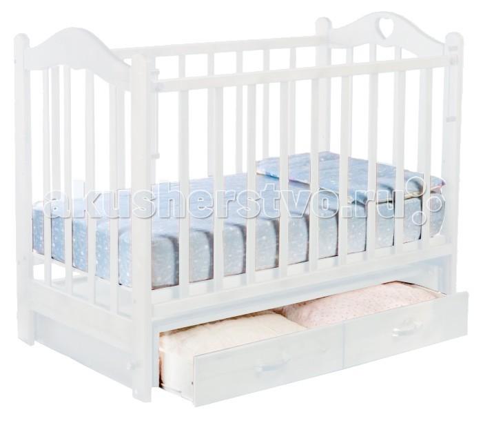 Детская кроватка Ведрусс Лана №3 поперечный маятникЛана №3 поперечный маятникДетская кроватка Ведрусс Лана №3 поперечный маятник подарит вашему малышу спокойный и здоровый сон с первых лет жизни.   Особенности: Опускаемая боковина - автостенка; ящик для вещей закрытого типа; 3 уровня ложа по высоте; изображение в виде сердечка на спинках; защитные силиконовые накладки; одна боковина кроватки является съемной (трансформируется в диванчик); маятник с фиксацией; размер ложа:1200*600: материал: массив древесины (береза), ДСП, ПУ лак. Размеры: длина 1250 мм, ширина 740 мм.<br>