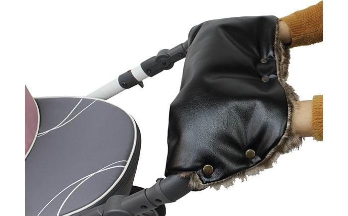 Vikalex Муфта на коляску Snow DreamsМуфта на коляску Snow DreamsVikalex Муфта на коляску Snow Dreams производится из экологичных материалов высокого качества. Муфта подходит практически для всех моделей колясок с одной ручкой. Легко стирается в стиральной машине и не требует особого ухода. Незаменимый аксессуар для коляски.  Сверху она выполнена из эко-кожи, которая защищает от влаги и сырости, внутри использован теплый мех. Муфта Vikalex Snow Dreams легко фиксируется на ручки коляски за счет прочных кнопок.  Такая муфта не стесняет свободы движения. Руки освободить можно очень быстро. При этом Vikalex Snow Dreams не упадет, не испачкается и не потеряется.<br>