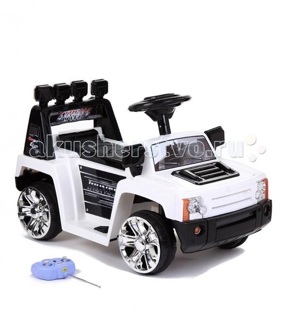 Электромобиль Weikesi ZPV005ZPV005Электромобиль Weikesi ZPV005 выполнен в виде автомобиля Land Rover.  Особенности: Одно посадочное место, на которое ребенок садится верхом Звуковые сигналы Пульт радиоуправления Многофункциональный руль со звуковым сопровождением; свет передних фар; разъем для подключения MP3 плееров, а также смартфонов и планшетов. Позволяет воспроизводить музыку через встроенный динамик; пульт дистанционного управления как дополнительное средство безопасности и контроля за малышом — при необходимости позволяет повернуть, изменить направления движения иди остановить машину Один аккумулятор 6V 4,5 Ah Возможность движения вперед и назад Скорость движения вперед: до 2,5 км/ч Скорость движения назад: до 2,5 км/ч Резиновые накладки на колеса, которые продлевают срок службы колеса и по сравнению с колесами без накладок, издают минимум шума при езде даже по асфальту Муляж фонарей на багажнике Время работы на одной подзарядке до 2 часов Максимально допустимая нагрузка: 20 кг.   Комплектация: аккумулятор; зарядное устройство; пульт дистанционного управления.<br>