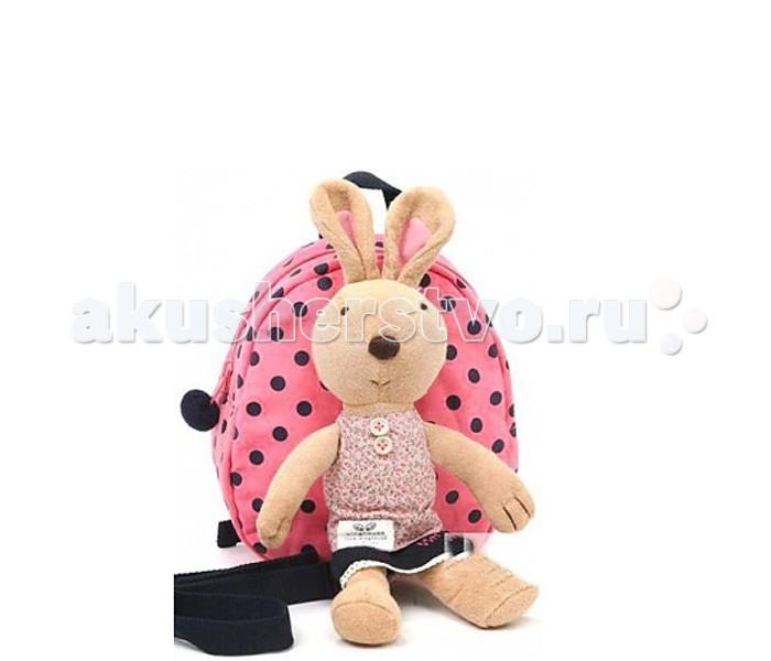 Winghouse Рюкзак детский с игрушкой и поводком КроликРюкзак детский с игрушкой и поводком КроликWinghouse Рюкзак детский с игрушкой и поводком Кролик  Наши рюкзаки Winghouse с ремешками безопасности многофункциональны, сделаны из нетоксичных материалов и ограждают маму от беспокойства за безопасность своего малыша.  Этот удобный рюкзачок позволяет держать вещи Вашего ребенка всегда под рукой, ремешок безопасности дает возможность удобно контролировать дистанцию с малышом, а съемные куклы делают его еще и практичным.  Наши преимущества: 100% хлопок. Прочность и простота в уходе. Съемная кукла. Комбинация рюкзака с куклой делает этот рюкзак особенно интересным для ребенка Ремешок безопасности. Ремешок для контроля дистанции с ребенком  Дышащая ткань. Воздухопроницаемая сетка на задней панели рюкзака делает ношение рюкзака еще более комфортным.  Размер: 19 х 22 х 9 см Возраст: от 1 года<br>