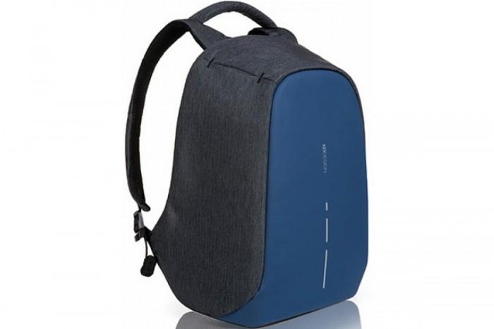 XD Design Рюкзак для ноутбука Bobby CompactРюкзак для ноутбука Bobby CompactXD Design Рюкзак для ноутбука Bobby Compact для ноутбука до 14 создан так, чтобы вы больше не беспокоились о сохранности своих вещей.   Особенности: Материал рюкзака сложно прорезать, молнии скрыты от посторонних глаз, а потайные карманы сохранят ваши вещи в безопасности, где бы вы не находились Спинка сумки изготовлена из цельного полипропилена, который создает основу. Материал состоит из нескольких слоев ткани, в том числе противоударной и водоотталкивающей. Вы можете не беспокоиться за технику даже в проливной дождь Внутреннее пространство организовано большим количеством разделов и карманов, чтобы самые тяжелые вещи находились ближе к спине. Так правильнее распределяется вес, снижается нагрузка на плечи, вы не чувствуете тяжести. Вы сможете путешествовать с рюкзаком ночью, на нем вшиты светоотражатели, которые заметят проезжающие машины В рюкзаке продумано еще такое полезное устройство, как USB-порт для зарядки телефона. Если разряжена батарейка, нужно подключить его к зарядному устройству через кабель, который спрятан в лямке. Спинка рюкзака отделана специальным материалом, который пропускает воздух, потому вы можете комфортно себя чувствовать в нем целый день.<br>