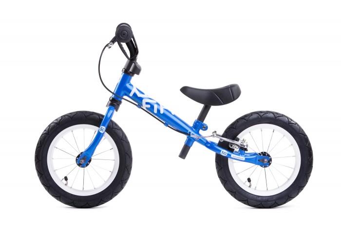 Беговел Yedoo Fifty 50BFifty 50BБеговел Yedoo Fifty 50B, созданный для детей от 2 до 5 лет, который отличается от модели Fifty 50 A наличием удобного ручного тормоза.   Яркие расцветки, несомненно, понравятся Вашему малышу, поднимут настроение, сделают прогулки еще более интересными и красочными. Yedoo Fifty 50 B &#8722; это отличный старт в мир велоспорта.  Особенности: Подходит под рост от 90 см, способен выдержать нагрузку до 75 кг Высококачественная рама выполнена из стали, имеет небольшой вес, колеса в 12 дюймов с подшипниками гарантируют плавность хода, руль и удобное сиденье регулируются по высоте Рама: Hi-ten steel (облегченная сталь) Тормоза: V-BREAK Alu Покрышки: надувные Innova Street Грипсы: c боковым фиксатором ладошки Обода: алюминиевые Покрышки: надувные Innova Street  Размеры: Минимальная высота руля 54 см, максимальная 62 см Минимальная высота сиденья 36 см от пола, максимальная - 46 см.  Длина: 85 см Ширина руля: 35 см Размер колес: 12<br>