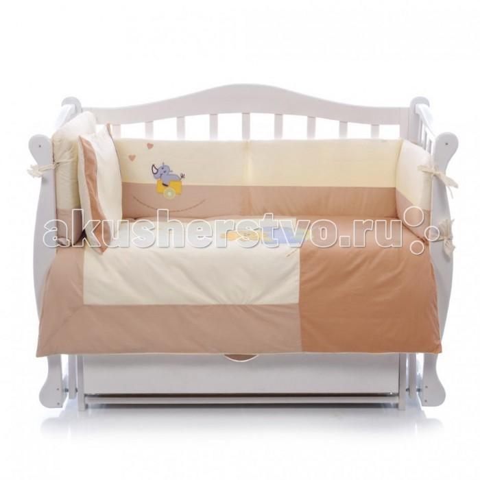 Комплект в кроватку Feretti Safari Grande Plus (7 предметов)Safari Grande Plus (7 предметов)Feretti является инновационной маркой натурального детского постельного белья из хлопка. Благодаря высокому качеству, богатству выбора форм и узоров каждый найдет что-нибудь для своего ребенка. В комплект для кроватки Feretti Safari Grande Plus входит 8 предметов.  Особенности:  При производстве используется натуральный наполнитель Ingeo - волокно, получаемое в результате ферментации и полимеризации зерен кукурузы. Наполнитель из волокон Ingeo обеспечивает прекрасную теплоизоляцию, удерживая постоянную температуру во время сна ребенка. Бактериостатические ткани Purista замедляют развитие бактерий, и являются гипоаллергенными.  Система Easy Wash облегчает стирку борта в стиральной машине без риска нарушения наполнения. Система Easy Iron - после того, как вытянете постельное белье из стиральной машины достаточно его только растянуть, а после того как высохнет не нужно гладить. Система Even Fill - равномерное размещение наполнения в одеялах, устраняющее «холодные зоны». Изысканный дизайн. Приятные расцветки с забавными рисунками. Мягкие материалы не раздражают кожу ребенка.  Удобство и простота в использовании пододеяльник на молнии.  Простынка на резинке не позволит лишним складкам воздействовать на кожу ребенка. Качество материала обеспечивает лёгкость стирки и долговечность.   В комплект входит 7 предметов: спальный конверт одеяло: 100 х 135 см пододеяльник: 100 х 135 см борт на половину кроватки: 190 х 40 см простыня на резинке: 120 х 60 см подушка: 40 х 60 см  наволочка: 40 х 60 см  Материалы:  хлопок  наполнитель на основе кукурузного волокна.<br>